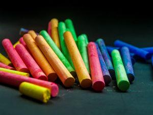 pastelli-colorati-per-creare-il-tuo-modello-di-business
