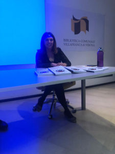 Claudia-Campisi-modera-la presentazione-di-Community-Manager