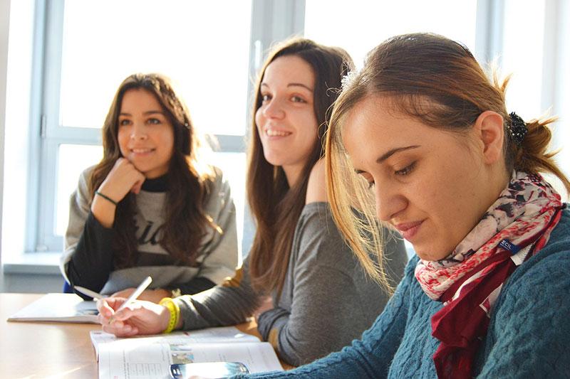academy-fashio-designer-Calzedonia
