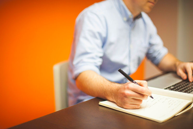 Come-gestire-le-avances-sul-lavoro-figura-di-responsabilità